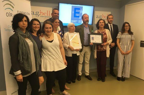 Foto grupal equipo La Fundación Oír es Clave recibe el sello de excelencia 400+