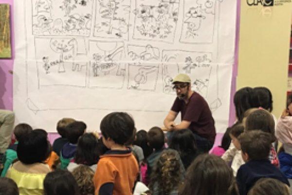 Foto grupal niños ¡NO SEAS TROGLODITA! triunfa en la Feria del Libro de Madrid
