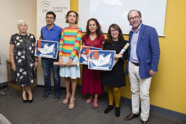 Fotografía grupal con Iván Montoya gana el primer premio de relatos de la Fundación Oír es Clave